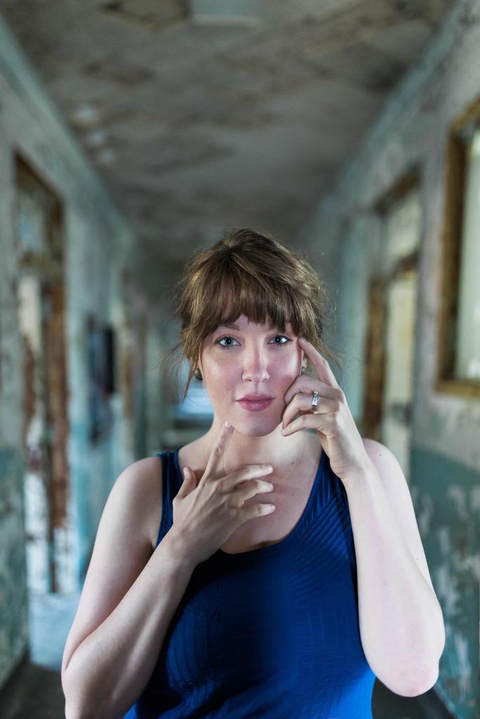Elizabeth-Hoard-posing-workshop